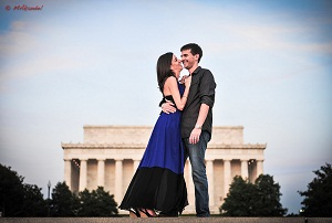 Engagement photos on the Mall. © Mike Kandel.